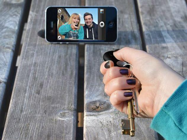 lokalizator do kluczy jako przycisk do selfie